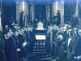"""Członkowie organizacji """"Wici"""" w kościele Fot. ks. W. Smereka, 1946 rok"""