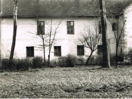 Kaplica w Ostrowie Szlacheckim widziana z boku (na parterze)